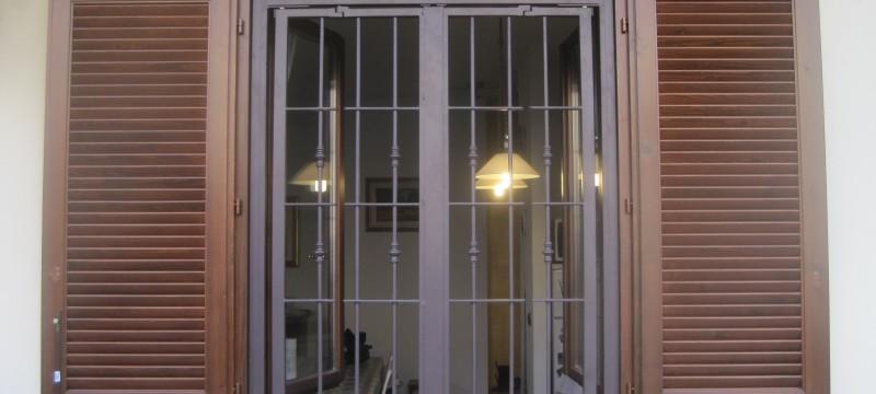 Casa immobiliare accessori sicurezza per finestre - Porte finestre in ferro ...