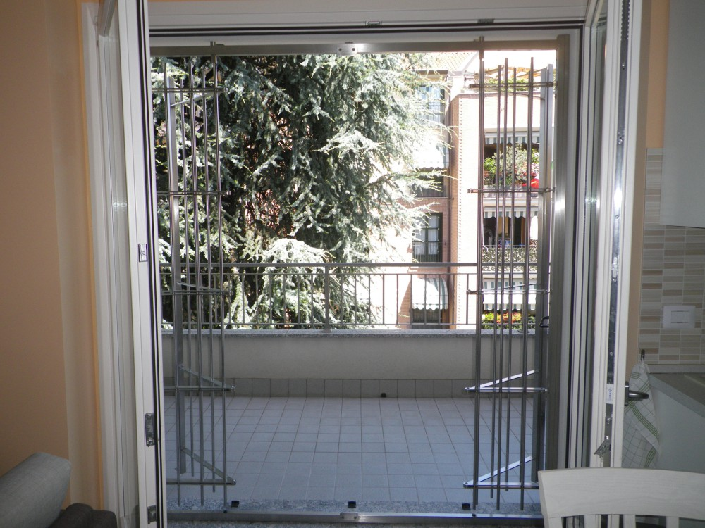 Inferriate inferriate di sicurezza grate per porte e finestre a milano como monza brianza - Cancelli di sicurezza per porte finestre ...